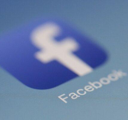 Facebook permite que extraños te encuentren con el número de teléfono que proporcionaste para la autorización de dos maneras