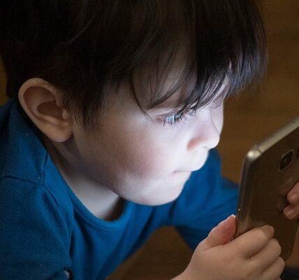 La Organización Mundial de la Salud recomienda limitar severamente el tiempo de almacenamiento para los niños pequeños.