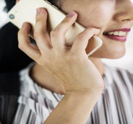 8 formas de prevenir el dolor de muñeca y cuello causado por el uso prolongado del teléfono