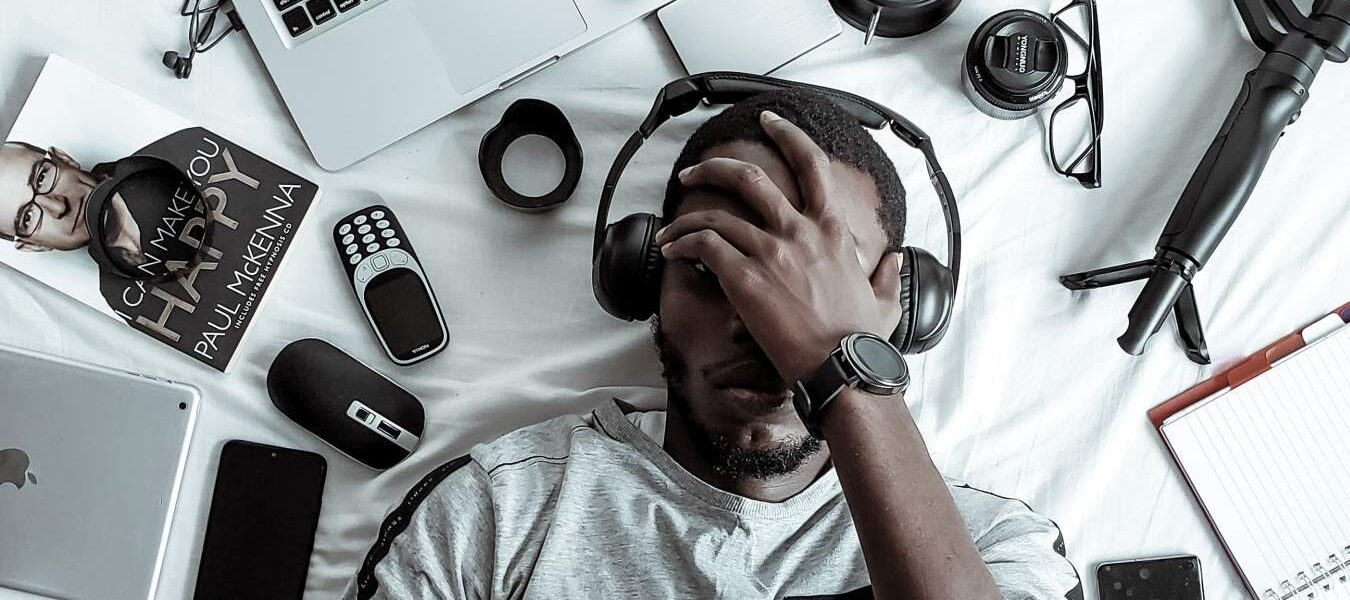 ¿Debería grabar con auriculares o es solo una pérdida de tiempo?