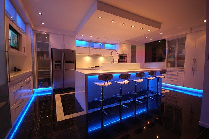 Elija bombillas inteligentes o tiras de luz