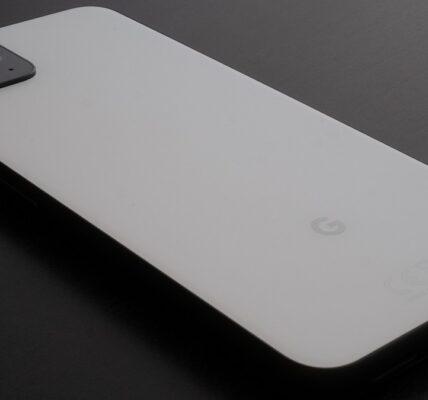 Ahorre $ 250 en un Google Pixel 4 en blanco y negro