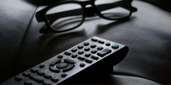 Cómo limpiar y desinfectar el control remoto del televisor